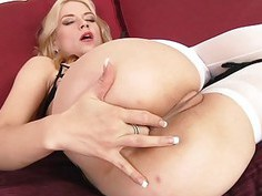 Sarah Vandella deepthroats before anal