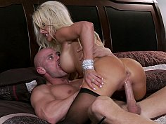 Busty blonde Pornstar Helly Mae Hellfire