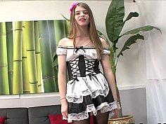 Maid handjobber