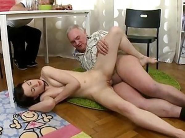 Порно Выебал Пьяную Дочь