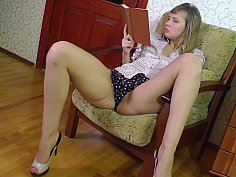 Hairy babe playing with her clit