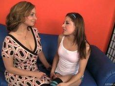 Experienced cougar Rebecca Bardoux skillfully seduces Evilyn Fierce